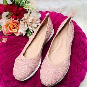 NWOT Taryn Rose Blush Pink Slip On Sneakers (9)